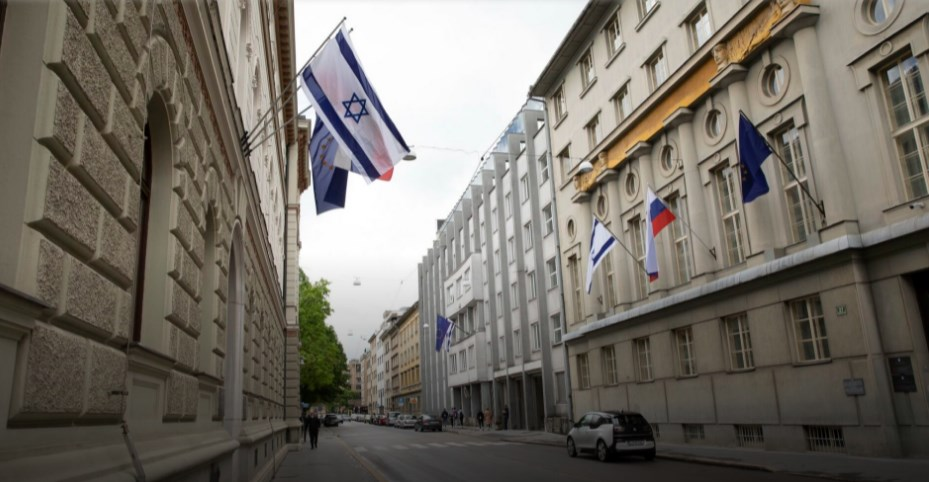 Sllovenia vendosi flamurin e Izraelit në ndërtesën e Qeverisë