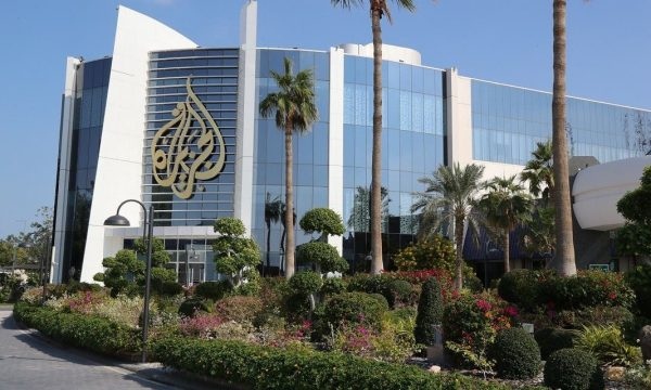 Gazetarja e Al Jazeera thotë se Izraeli do ta bombradojë brenda pak minutash ndërtesën e televizionit