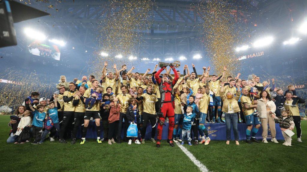 Zeniti feston titullin me tifozët në stadium