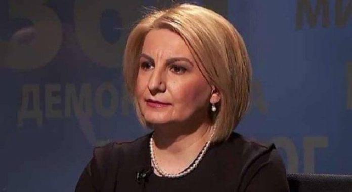 Teuta Arifi: Jo më gropa në Tetovë (FOTO)