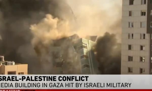 Momenti kur bo mba rdohet objekti ku gjenden Al Jazeera dhe Associated Press!